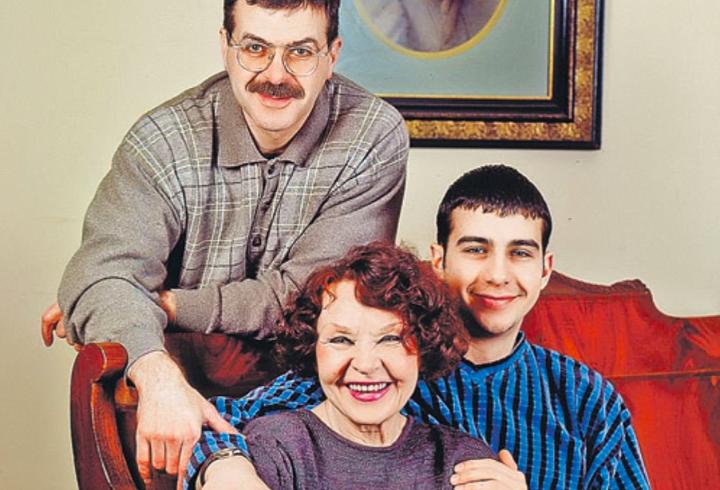 Бабушка Ивана Урганта оказалась в больнице после открытого письма Эйфману |  Online47.ru